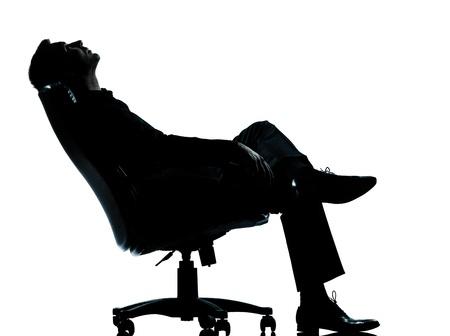 out think: un hombre de negocios cauc�sico relajarse sentado en el pensamiento de longitud silueta completa sill�n en el estudio aislado sobre fondo blanco