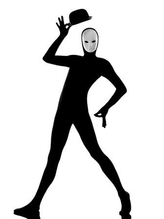 mimo: artista intérprete o ejecutante mimo el hombre con la máscara feliz de saludar en el estudio aislado en fondo blanco Foto de archivo