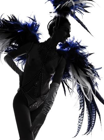 Frau showgirl Tänzerin revue Tanz im Studio auf weißem Hintergrund