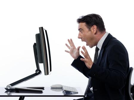 �tonnement: une informatique caucasien homme d'affaires et un moniteur �cran de l'ordinateur sur fond blanc isol� Banque d'images