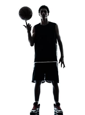 hommes: un joven de baloncesto silueta jugador en el estudio aislado sobre fondo blanco Foto de archivo