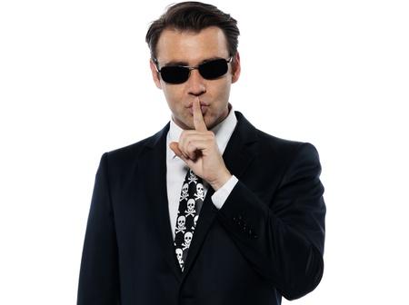 discreto: hombre criminal Hushing silencio pirata cauc�sico en el estudio aislado sobre fondo blanco Foto de archivo