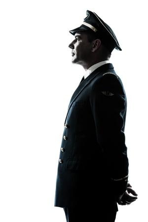 piloto: un hombre caucásico en la silueta uniforme de piloto de avión en el estudio aislado sobre fondo blanco