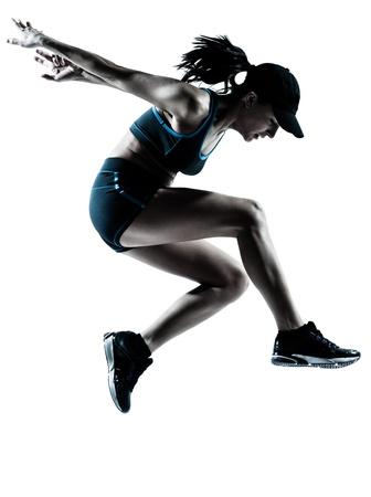白い背景で隔離のシルエット スタジオでジャンプ 1 つの白人女性ランナー ジョガー