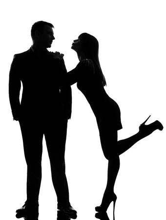 baiser amoureux: un couple caucasien femme amateurs qui veulent embrasser l'homme en studio silhouette isol� sur fond blanc Banque d'images
