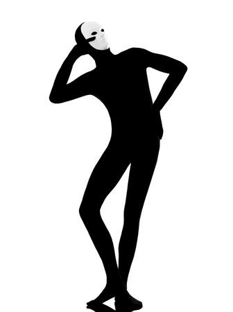 mimo: el mimo artista intérprete o ejecutante el hombre con la máscara satisfecho en el estudio aislado en fondo blanco
