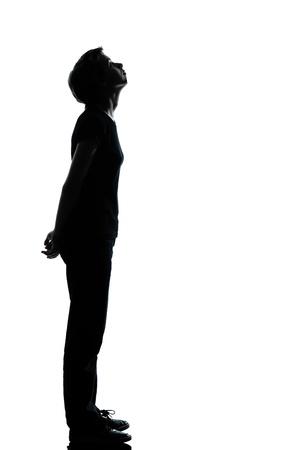 kinderen: een Kaukasische jonge tiener silhouet jongen of een meisje volledige lengte in de studio uitgesneden geïsoleerd op witte achtergrond