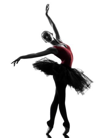bailarin: una mujer cauc�sica joven bailarina de ballet bailarina bailando con tut� en el estudio de la silueta sobre el fondo blanco