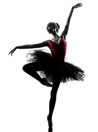 ballet: ein kaukasisch junge Frau ballerina ballet dancer dancing mit Tutu in der Silhouette Studio auf wei�em Hintergrund