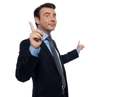 se�al de silencio: un profesor de ense�anza cauc�sico hombre haciendo se�as apuntando estudio vac�o espacio de la copia aislado sobre fondo blanco Foto de archivo