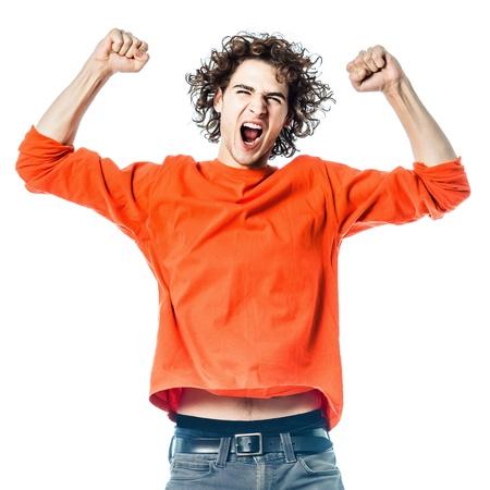 un giovane caucasico uomo forte ritratto grida felice in sfondo bianco studio