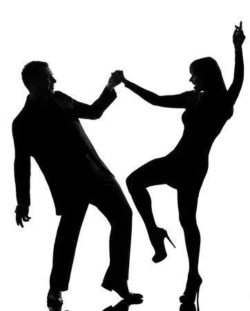 silueta bailarina: un hombre cauc�sico y el rock mujer bailando en el estudio de la silueta aislado en el fondo blanco
