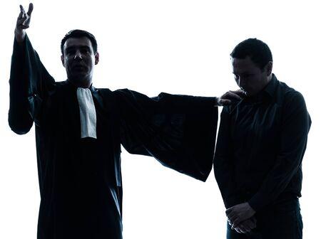 suplicando: un abogado cauc�sico silueta hombre suplicando en el estudio aislado sobre fondo blanco