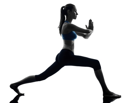 lunges: una mujer cauc�sica ejercicio de yoga en posici�n de guerrero estudio silueta aislados sobre fondo blanco