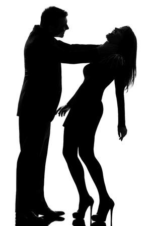 paliza: un hombre cauc�sico joven mujer Estrangular expresar la violencia dom�stica en el estudio de la silueta aislado en el fondo blanco
