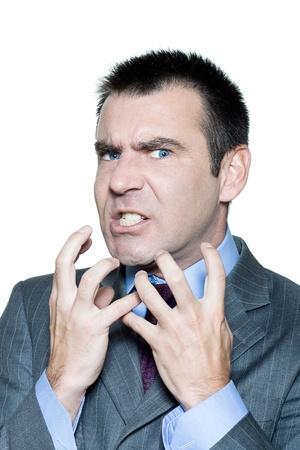 Closeup retrato de un hombre enojado expresivo madura en el estudio sobre fondo blanco aislado