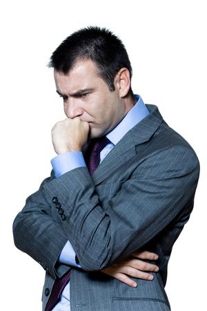 hombre preocupado: Retrato de un hombre de negocios pensativo preocupado en el estudio sobre fondo blanco aislado