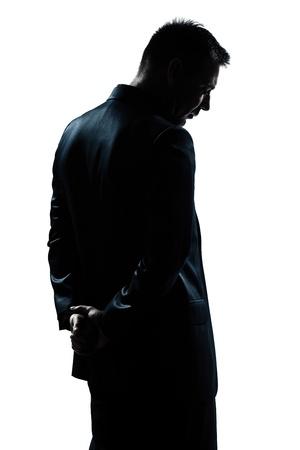 homme triste: un portrait caucasien homme derri�re la silhouette triste d�sespoir solitaire en studio fond blanc isol�
