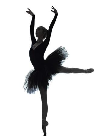 ballet ni�as: una mujer cauc�sica joven bailarina de ballet bailarina bailando con tut� en el estudio de la silueta en el fondo blanco Foto de archivo