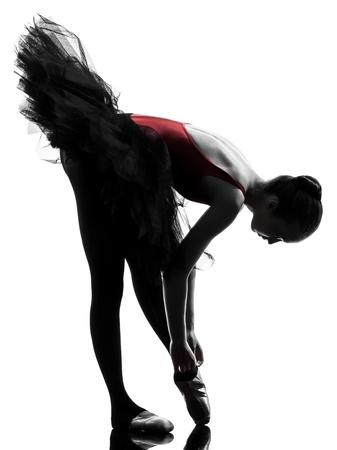 Une caucasien jeune femme ballerine danseur de ballet avec tutu en studio silhouette sur fond blanc Banque d'images - 15894653