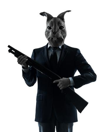 pistolas: un hombre causasian caza del conejo con el retrato de la m�scara de escopeta en el estudio de la silueta aislado en el fondo blanco