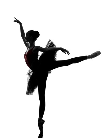 1 つ若い白人の女性バレリーナ バレエ ダンサーの踊りのシルエット スタジオのチュチュと白い背景の上