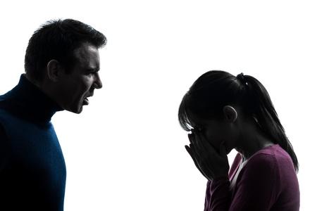 personas discutiendo: una pareja cauc�sica mujer disputa hombre en el estudio de la silueta aislado en el fondo blanco