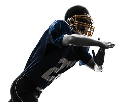 futbolista: un jugador de fútbol americano caucásico tiempo al hombre gesticulando en estudio silueta aislados sobre fondo blanco