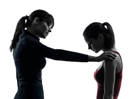 jeune fille adolescente: un enseignant caucasien femme fille-m�re adolescente discussion en studio silhouette isol� sur fond blanc