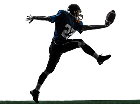 흰색 배경에 고립 된 실루엣 스튜디오에서 한 백인 미식 축구 선수 남자의 채점 터치 다운