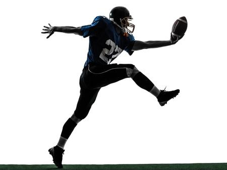 uniforme de futbol: un jugador de fútbol americano caucásico hombre touchdown de puntuación en el estudio de la silueta aislado en el fondo blanco Foto de archivo