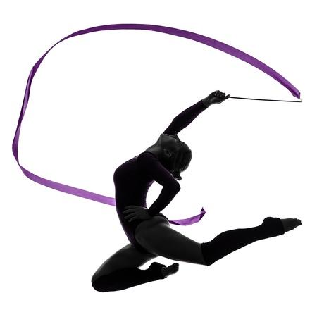 gymnastics: una mujer cauc�sica ejercicio de gimnasia r�tmica con la cinta en el estudio de silueta aislados sobre fondo blanco