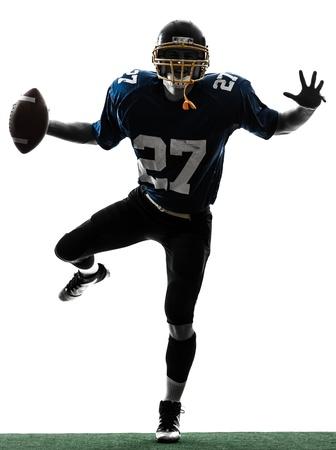uniforme de futbol: un jugador de fútbol americano caucásico hombre triunfante en el estudio de la silueta aislado en el fondo blanco