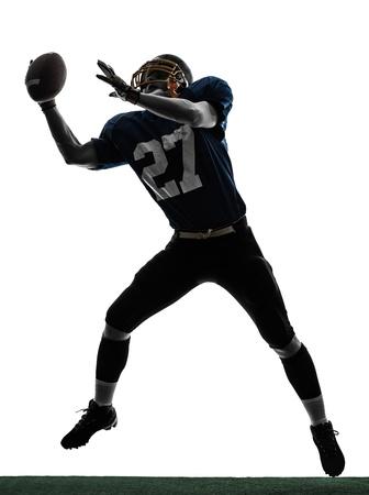 football silhouette: uno caucasico Football americano uomo cattura di ricevere in studio silhouette isolato su sfondo bianco