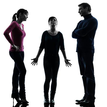 bambini tristi: uno caucasico famiglia padre madre figlia questioni problematiche in studio silhouette isolato su sfondo bianco