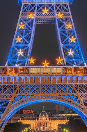 PARIS, FRANCE - JULY 23 2008  the eiffel tower illuminated in blue with the twelve stars of Europe in honor to the beginning of the French Presidency of the European Union at the city of Paris in France on july 23th 2008 Banque d'images - 121727194