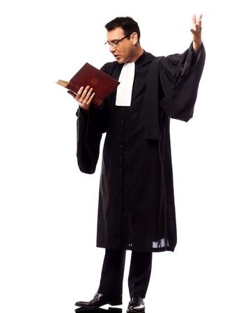 suplicando: un cauc�sico abogado de hombre de s�plica en el estudio aislado en el fondo blanco