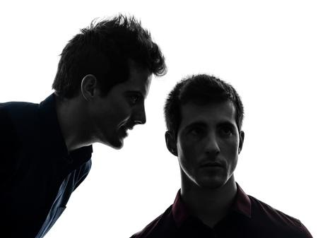 voices: dos j�venes cauc�sicos voces que influyen en la sombra de fondo blanco auditivos