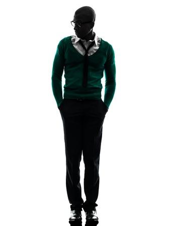 negras africanas: un hombre negro africano caminar en estudio de la silueta sobre fondo blanco Foto de archivo