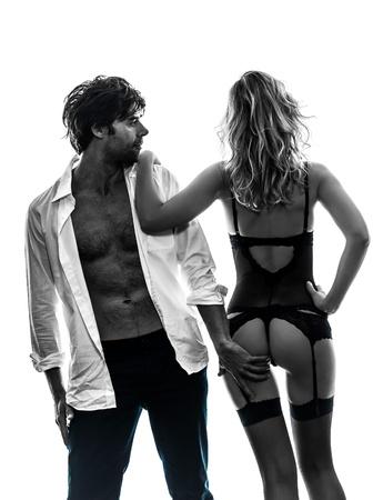 sexy elegante pareja caucásica en silueta sobre fondo blanco