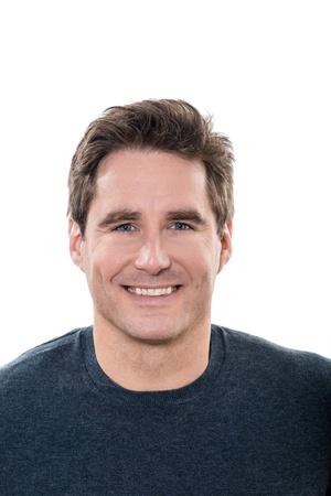 visage homme: un homme m�r caucasien beau Portrait yeux bleus souriant portrait studio sur fond blanc