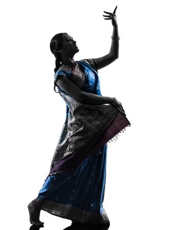 bailarines silueta: un baile indio mujer bailarina silueta en estudio aislado sobre fondo blanco Foto de archivo
