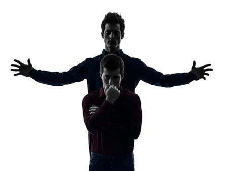 esquizofrenia: cauc?co dos hombres j?es dominaci?oncepto sombra de fondo blanco