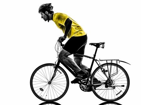 白い背景の上の自転車マウンテン バイクを行使 1 つの白人男性