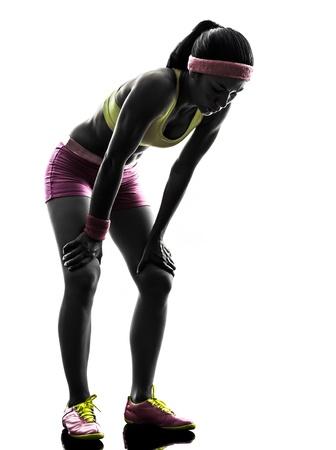 een blanke vrouw running moe ademloos in silhouet op een witte achtergrond Stockfoto