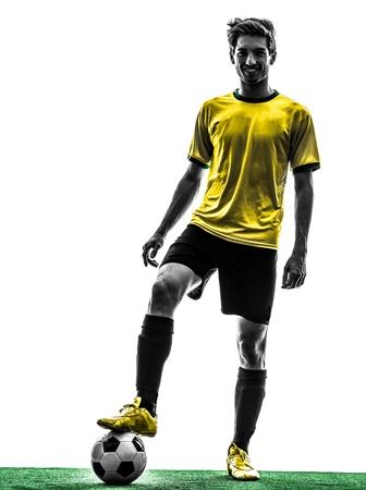1 ブラジルのサッカー サッカー プレーヤー若い男シルエット スタジオ白い背景の上に立っています。