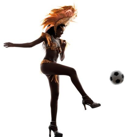 indoor soccer: una mujer africana silueta del baile del bailar�n de samba en el fondo blanco