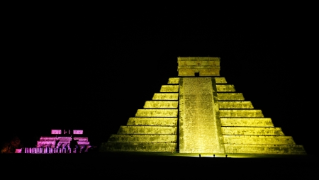 historical sites: Kukulkan Pyramid  of Chichen Itza yucatan was a Maya  archaeological sites Mexico Stock Photo
