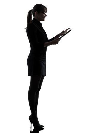 een zakenvrouw computer silhouet studio geïsoleerd op witte achtergrond