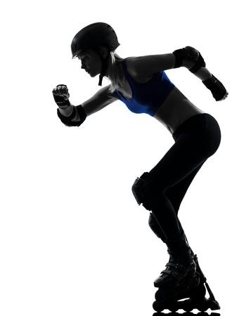 rollerblading: una mujer cauc?ca en estudio rodillo silueta patines aislados en fondo blanco Foto de archivo